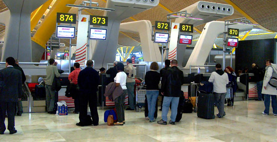 Las aerolíneas pierden un 14% de viajeros en sus rutas domésticas en octubre, con algo menos de tres millones de usuarios