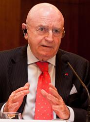 Matutes afirma que aplicar un tipo de IVA general a las actividades turísticas 'sería una auténtica barbaridad'