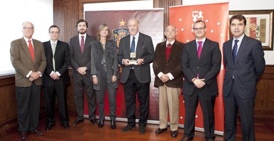 La Asociación OPC Madrid entrega su II Premio OPC de Honor a la Profesionalidad a Vicente del Bosque