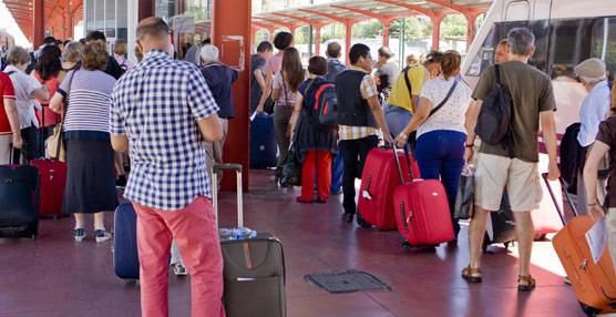 El uso del viaje combinado cae un 6% entre los turistas que visitan España en noviembre, representando el 31% de las llegadas