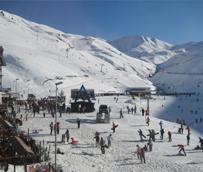 Cada vez más esquiadores contratan un seguro especializado para evitar los elevados costes de la asistencia médica en pistas