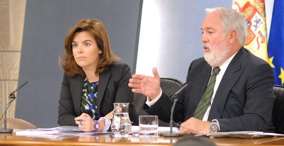 La vicepresidenta del Gobierno y el ministro de Agricultura, Alimentación y Medio Ambiente en su presentación.