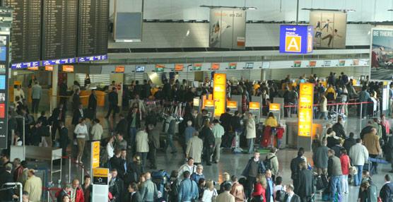 Las compañías aéreas europeas transportan un 2% más de pasajeros en 2012, pero sufren 'problemas financieros'
