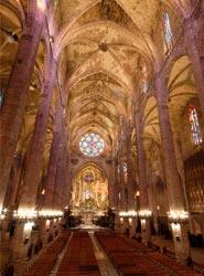 La Catedral de Mallorca acoge un evento de 'networking' entre empresas turísticas de la isla para potenciar el Sector