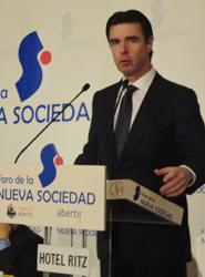 Soria confía en que el destino España se beneficie este año de la estabilidad económica de los países europeos