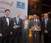 Anselmo de la Cruz y Pablo González, ganadores de los premios 'Hermestur' y 'Madrid Acoge', entregados en Fitur