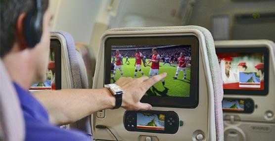 La compañía aérea Emirates introduce cuatro canales de televisión en directo en sus aviones