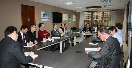 Hosbec y Anese celebran una Mesa de Trabajo en torno a los contratos de servicios de empresas energéticas