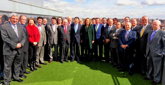 Los miembros de la Mesa del Turismo se han reunido con el presidente de la Comunidad de Madrid.