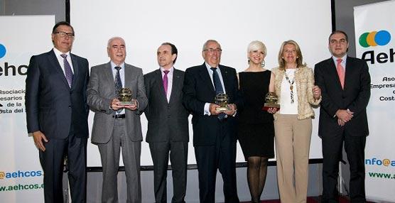 El presidente de Vincci Hoteles, Rufino Calero Cuevas, recibe un premio AEHCOS por su trayectoria profesional