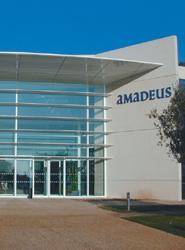El departamento de servicio al cliente de Amadeus España recibe la certificación ISO 9001 que entrega Aenor