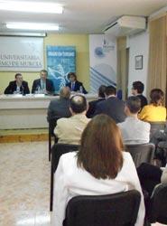 La Oficina de Congresos de Murcia muestra la importancia del Sector MICE en la Escuela Universitaria de Turismo
