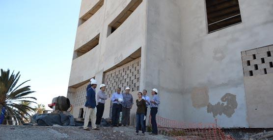 El Edificio de Congresos de Fuerteventura avanza en la división e insonorización de sus distintas plantas
