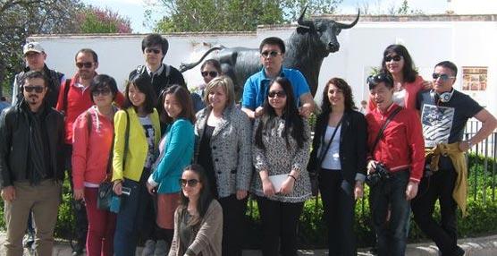 Empresas de turismo y periodistas especializados en viajes conocen la oferta turística y congresual de Ronda