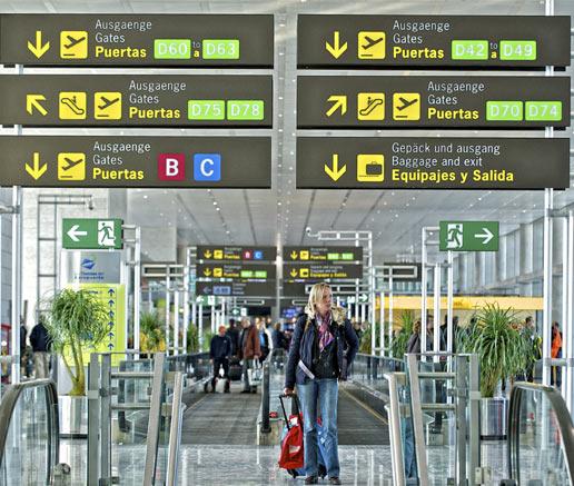 Los aeropuertos españoles cierran el primer cuatrimestre con 49 millones de pasajeros, un 8% menos que en el año anterior
