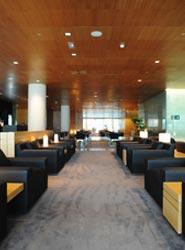 El Aeropuerto de Barcelona-El Prat recibe el premio global a la sala VIP del año 2013 según Priority Pass