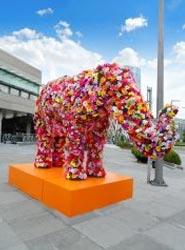 El Palacio Euskalduna de Bilbao se queda con el elefante de flores 'Clemente' para decorar su entrada