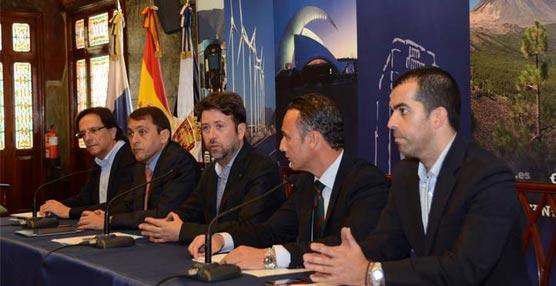Presentación del acuerdo entre el Ayuntamiento de Santa Cruz, el Cabildo de Tenerife y Ashotel.