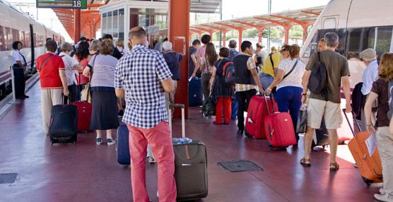 El AVE transporta un 14% más de pasajeros en mayo, frente al descenso del 15% del avión en rutas domésticas