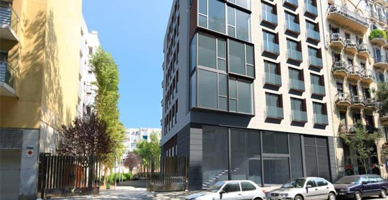 El nuevo edificio cuenta con una superficie aproximada de 4.700 m², distribuidos en seis plantas y tres plantas subterráneas.