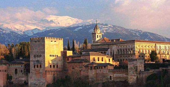 Andalucía recibe casi siete millones de turistas culturales e ingresa 4.000 millones de euros durante el año 2012