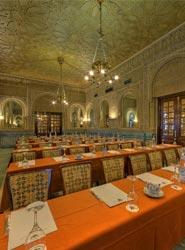 Uno de los espacios de reuniones del Hotel Alhambra Palace.