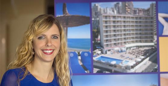Simona Urs, de 30 años, afronta la dirección del Hotel Servigroup Rialto de Benidorm