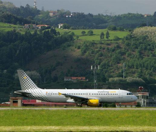 Las 'low cost' critican que determinadas compañías aéreas tradicionales sigan 'pidiendo limosnas estatales' para operar
