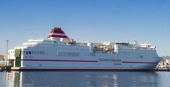 Trasmediterranea transporta en verano un 10% más de pasajeros que el año pasado, superando el millón
