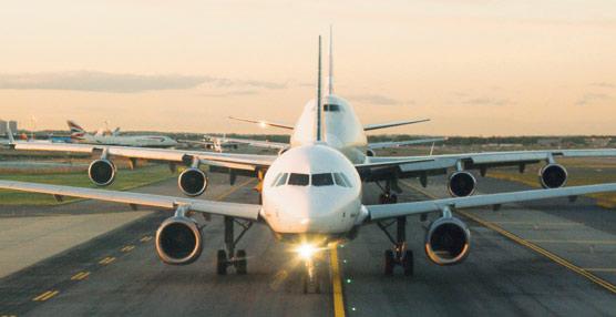 IATA revisa a la baja sus previsiones para 2013 y estima unas ganancias de 8.670 millones de euros para las aerolíneas