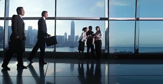 American Express negocia la creación de una 'joint venture' para 2014 con su división de viajes de negocios Global Business Travel