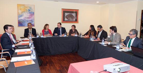 El Gobierno canario colaborará con los Cabildos insulares en la promoción de segmentos turísticos minoritarios