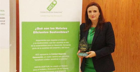 Elisa Cruz recoge el premio nacional a la sostenibilidad otorgado a la Red de Hospederías de Extremadura