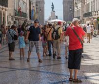 El 46% de los británicos contrata un 'paquete' para viajar al extranjero en 2013, nueve puntos porcentuales más que en 2010