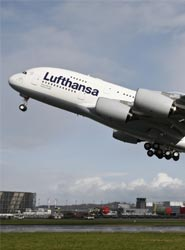 La compañía aérea Lufthansa crea una línea directa telefónica para sus pasajeros de First Class