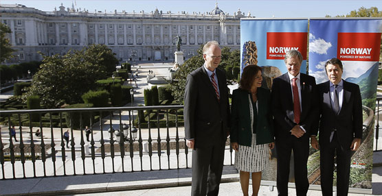 González destaca el revulsivo que supone la llegada de Norwegian, que operará en Barajas a partir de junio de 2014