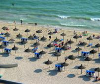 Canarias y Baleares son los destinos por excelencia del viajero con 'paquete' turístico, con pesos respectivos del 66% y 49%