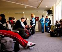 El Parlamento busca reforzar los derechos de los viajeros para 'penalizar a las aerolíneas que no cumplan con sus obligaciones'