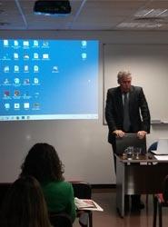 El jefe de protocolo de la Generalitat de Cataluña, Carles Fabró, cierra el año de conferencias en la EIP de Barcelona