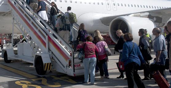 Más del 90% de los españoles compra un billete de avión en función del precio, según una encuesta de Travelgenio
