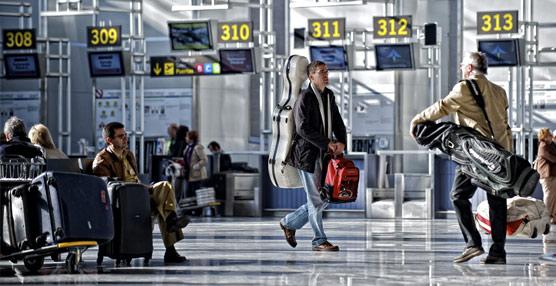 Los pagos de los españoles para viajar al extranjero encadenan seis meses al alza, superando los 10.000 millones hasta octubre