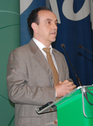 Andalucía lanzará una decena de medidas para favorecer la creación de empleo en los sectores turístico y comercial
