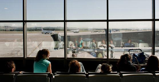 Las aerolíneas europeas ganan más de cinco millones de pasajeros en 2013, pero siguen con escasos márgenes