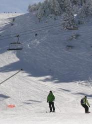 Una veintena de hoteles participan en una iniciativa para esquiadores de habitaciones y forfait a precios bajos