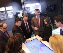 Los príncipes de Asturias conocen la habitación tecnológica del futuro durante su visita al stand de Fiturtech en Fitur