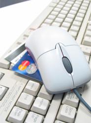Los cargos adicionales por la compra de billetes aéreos con tarjeta de crédito pueden ser de hasta 13 euros, según Kayak