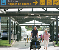 Enterprise acude a las asociaciones de consumidores y a Bruselaspara que se 'ponga fin' a los cargos obligatorios de combustible