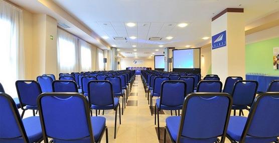 Uno de los espacios disponibles para reuniones en el Sercotel Naval, el Salón Barlovento.
