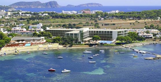 ME Ibiza tienta a los amantes del lujo con exclusivas experiencias como jet privado o servicio de yate