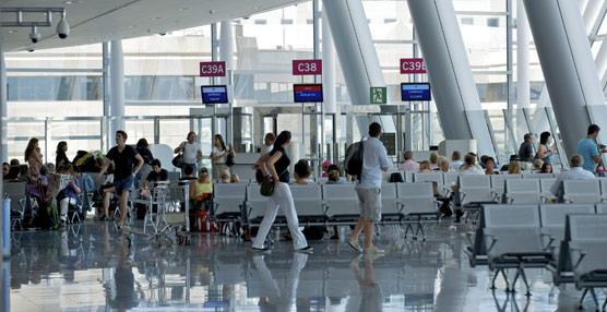 IATA advierte de que la evolución del tráfico aéreo, que sube un 8% en enero, 'sigue siendo muy vulnerable a las crisis externas'
